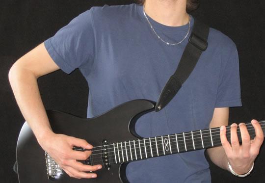 Gitarre Haltung richtig